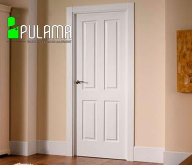 Puerta lacada de interior abatible en color blanco con formas geométricas
